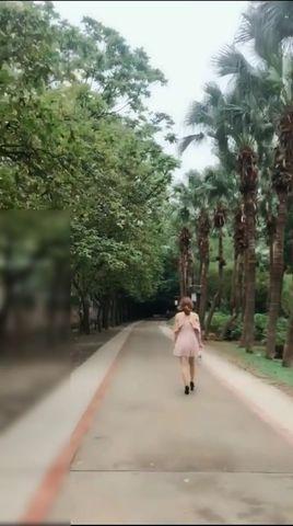 美女公园散步时被人尾随搭讪挑逗后在凉亭啪啪